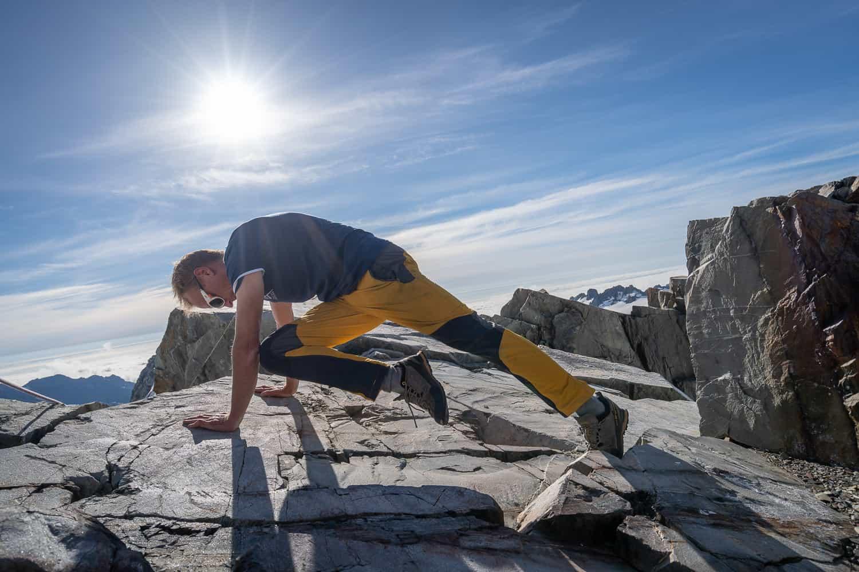 mountain-climber-exercise-core-training-right-leg
