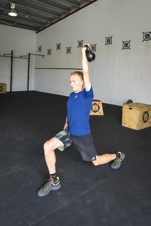 Single-Arm-Kettle-Bell-Lunge