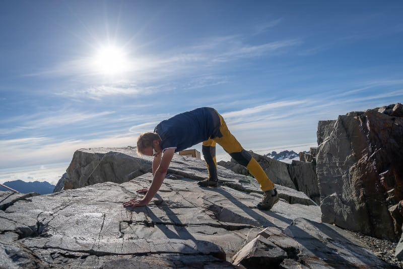 straight-leg-bear-crawl-core-exercise-for-mountaineers